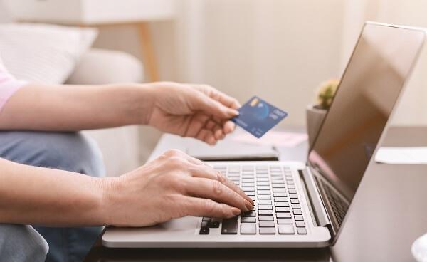 Maioria dos pedidos em e-commerces é efetuada a partir do meio-dia.
