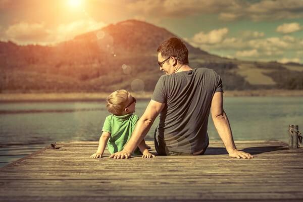 marketing-dia-dos-pais-pai-e-filho-em-deck