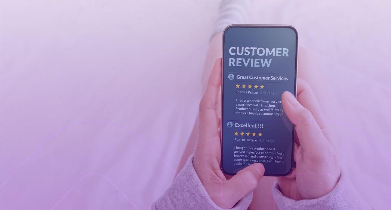Consumidor Fazendo Review De Produto Após Uma Compra No E-commerce